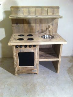 http://teds-woodworking.digimkts.com/ The wife will love this when I make it myself router woodworking Play Kitchen Made From Pallets - #pallets #diy