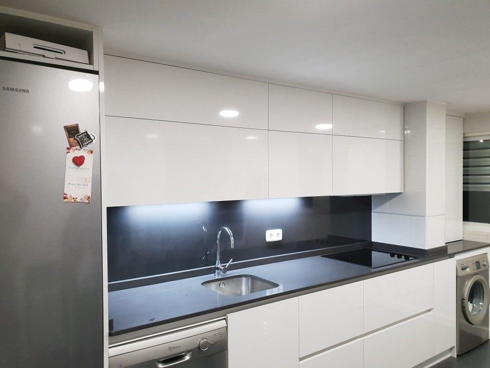 Muebles De Cocina En Brillo Sin Tiradores Con Perfil Gola