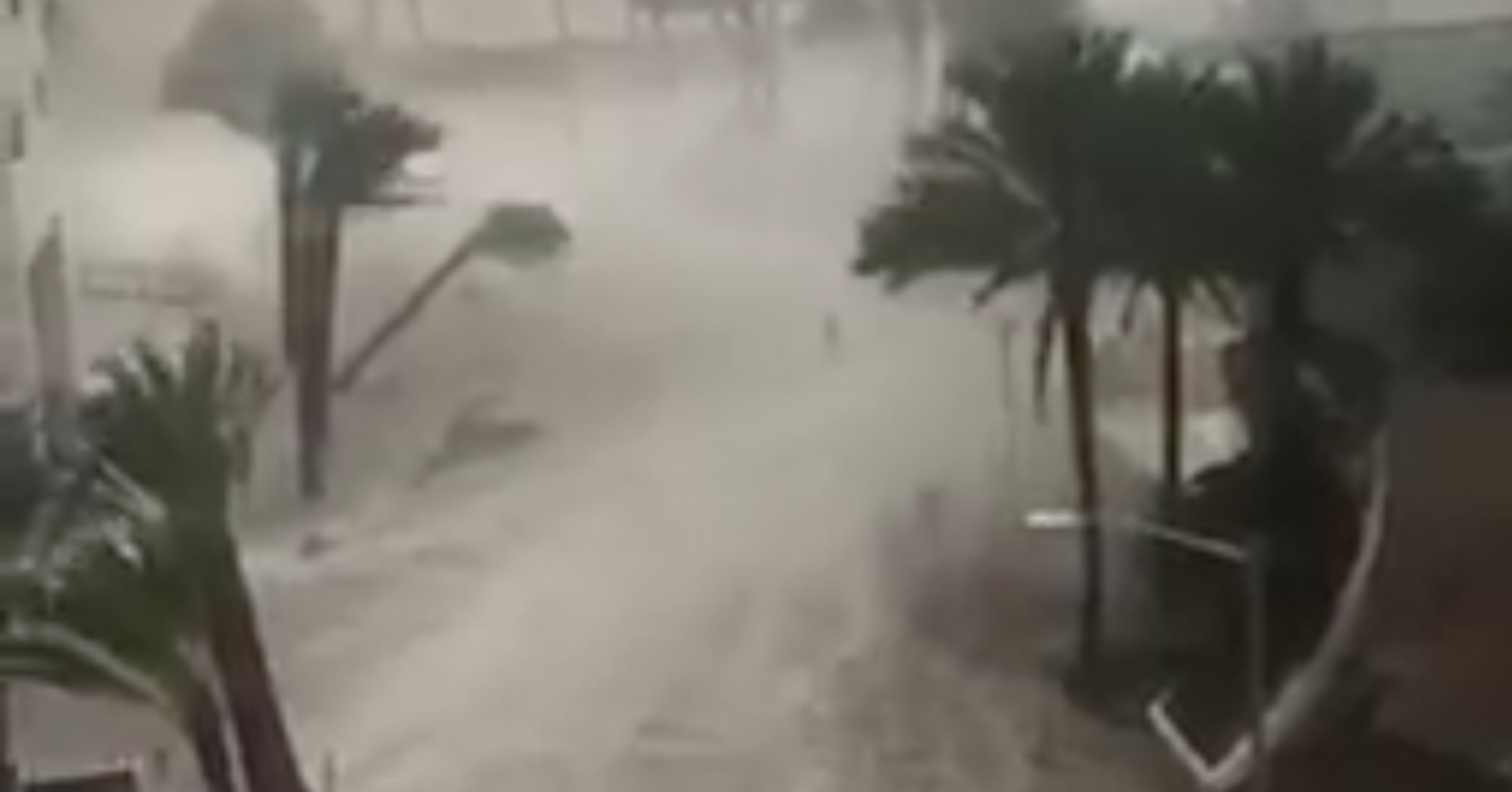 Dramatic Videos Show Hurricane Winds And Water Pummeling Florida Hurricane Winds Dramatic Florida