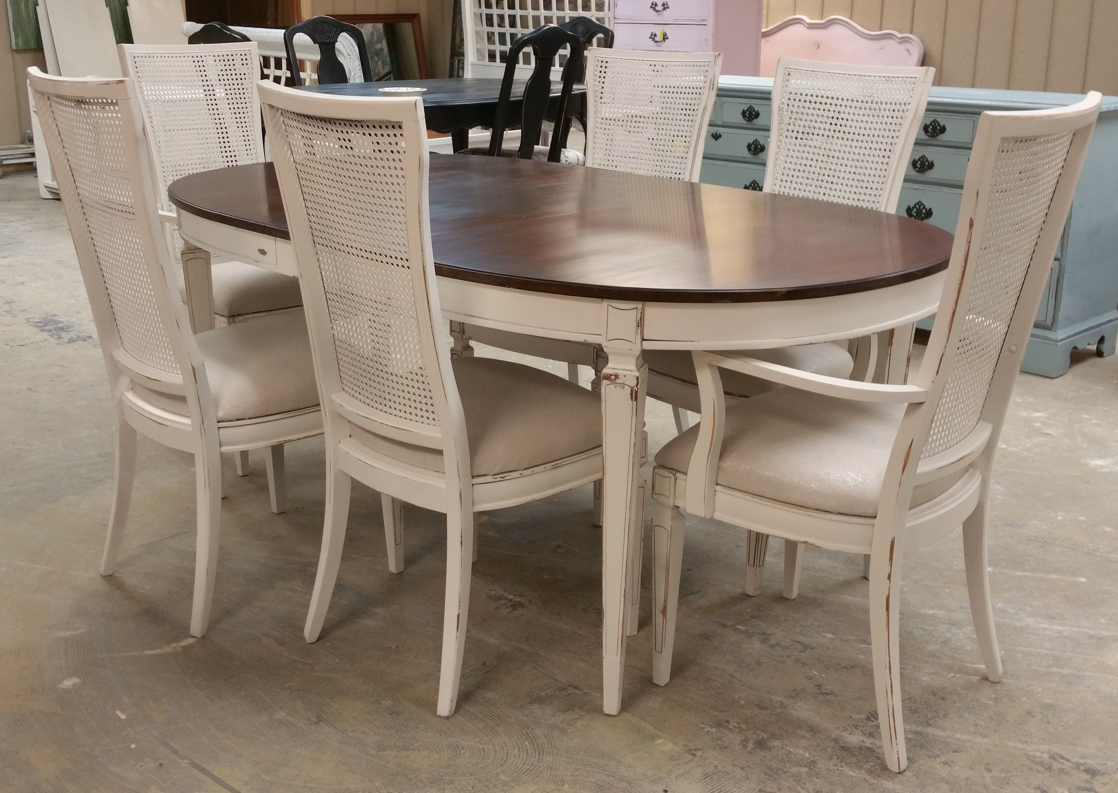 Check Out This Elegant Looking Table And 6 Chairs It S Perfect For Your Thanksgiving Di With Images French Country Furniture French Furniture Shabby Chic Dining