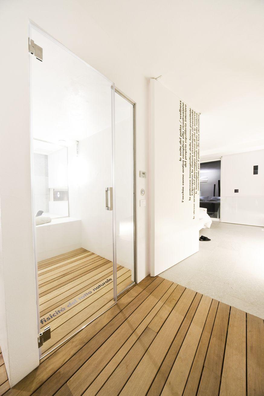 Ogni suite gode di un bagno turco o di una sauna completamente ...