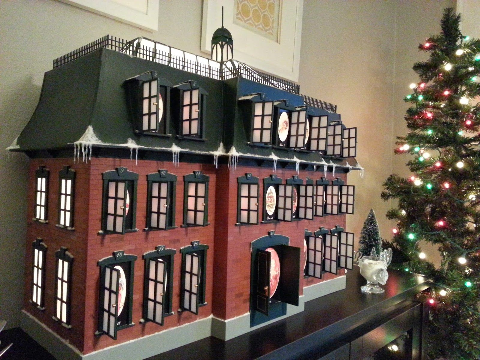 THE MOST ACCURATE CHRISTMAS VACATION HOUSE. Designed for
