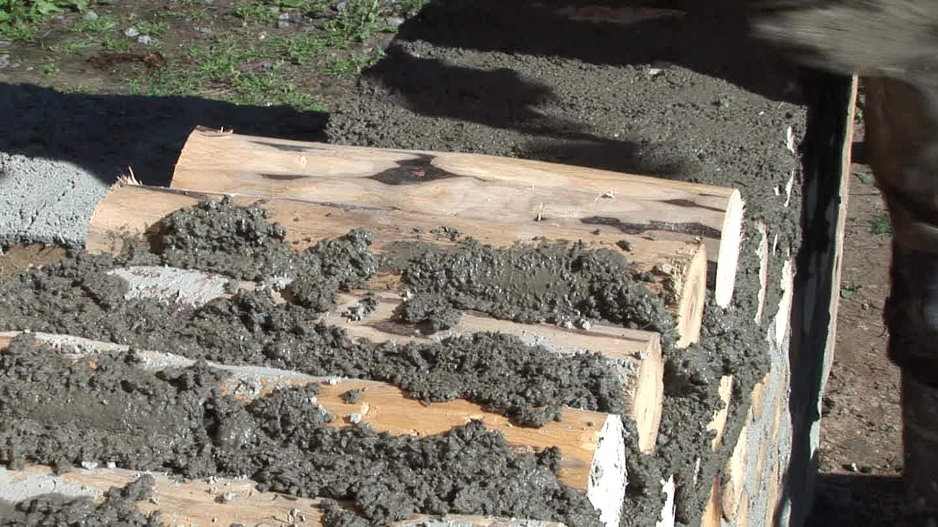 Kuinka savesta rakennetaan seinä.
