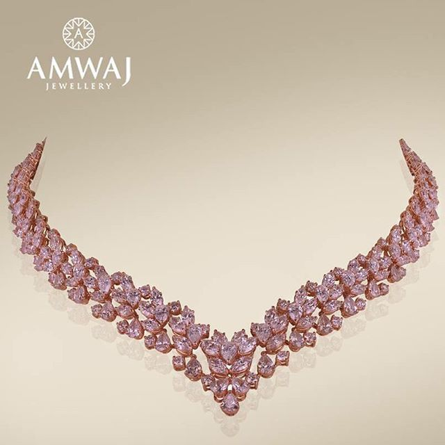 picture colorless diamond of necklace pendant pink and round