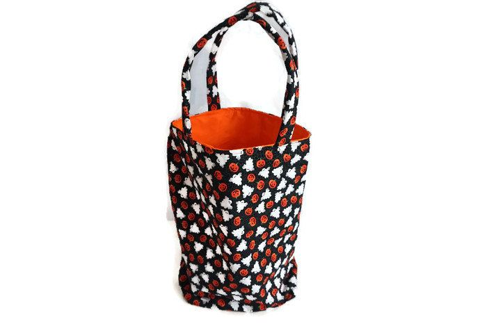 New to CreatedbyLauraB on Etsy: Halloween tote bag trick or treat bag Halloween bag Halloween  treat bag Halloween decoration Halloween trick or treat bag (25.00 USD)