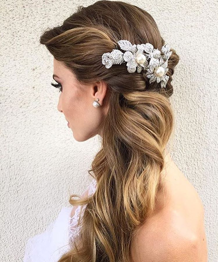 Penteado para noivas! #penteado #noiva #hairstyle #bride #headpiece #noivinhasdeluxo