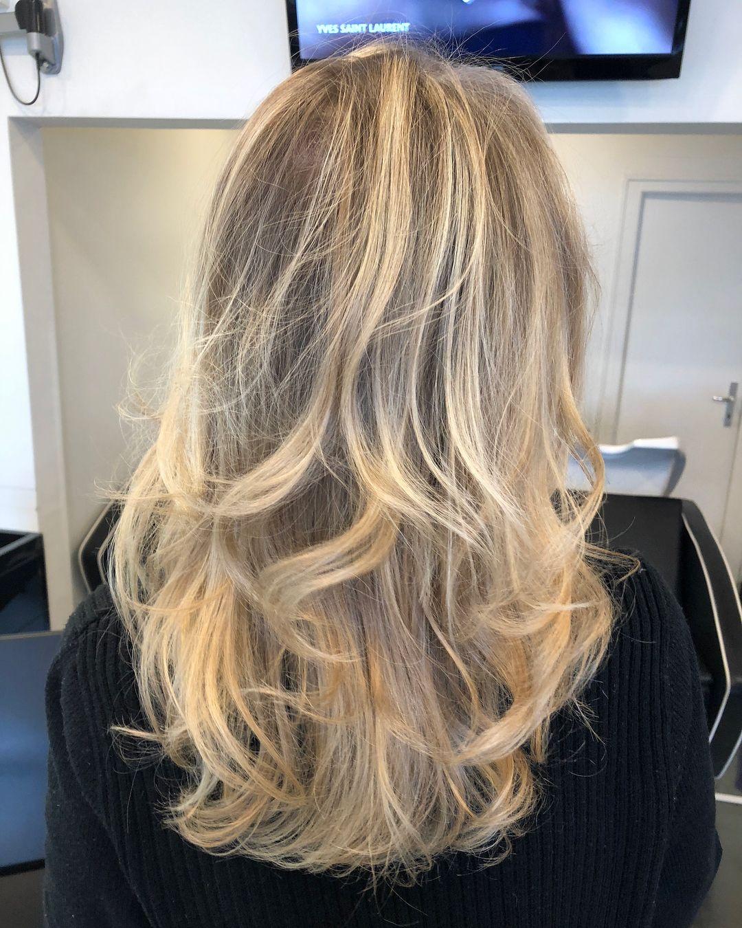 Brushing Avec Du Mouvement Effet Naturel Brushing Brushingboucle Wave Boucle B Avec Blonde Boucle Brushing Cheveux Mi Long Brushing Cheveux Cheveux