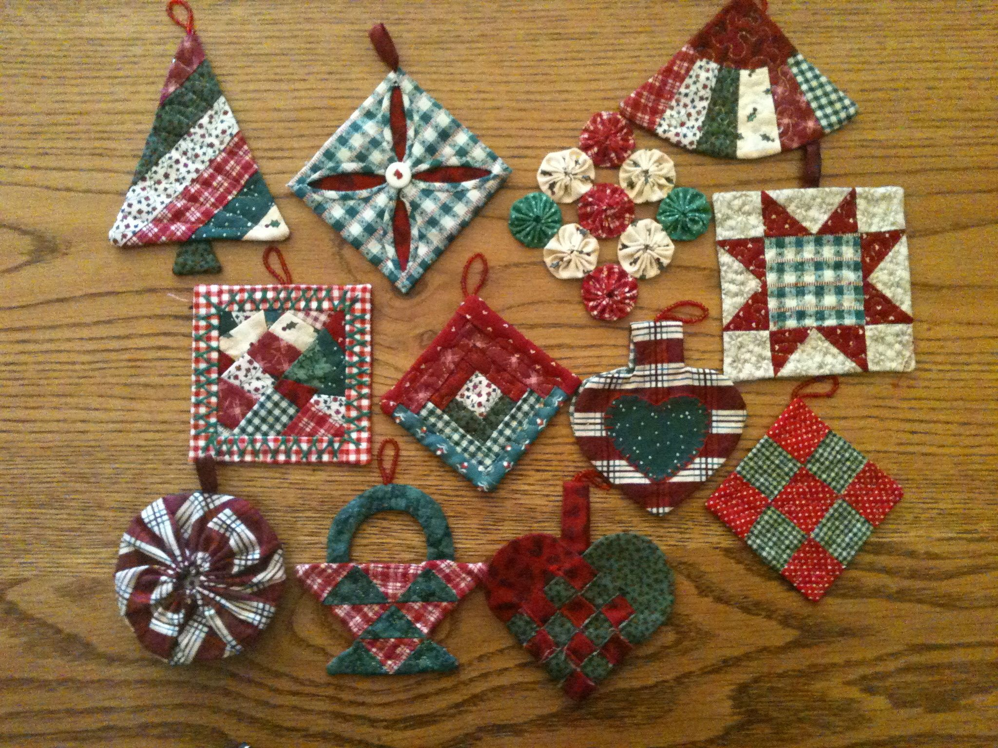 Quilting Christmas Ornaments Patterns : quilted ornaments Quilted Ornaments Pinterest Window, Cathedral windows and Trees
