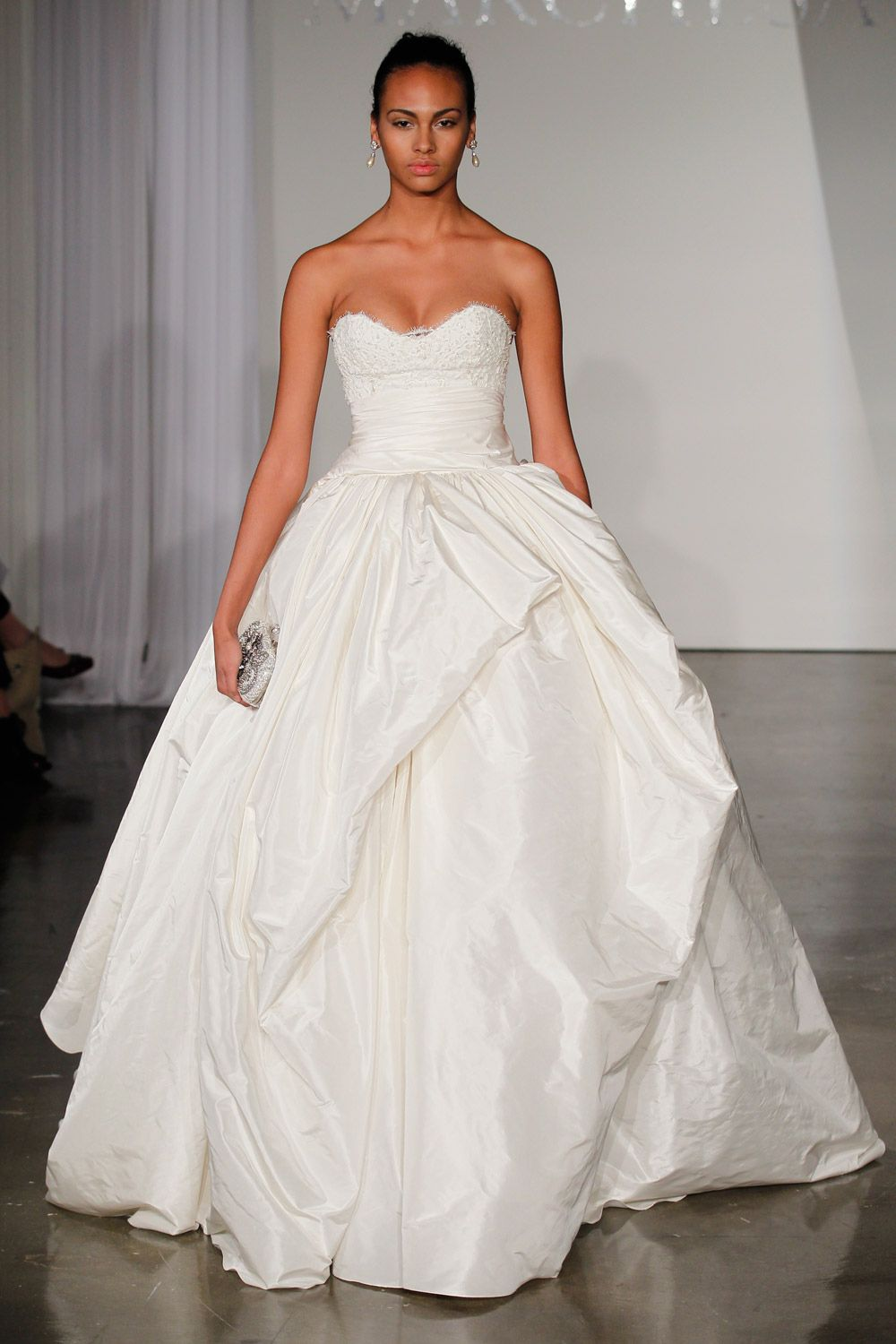 Wedding dress for pear shaped  Marchesa Wedding Dress Price  Best Wedding Dress for Pear Shaped