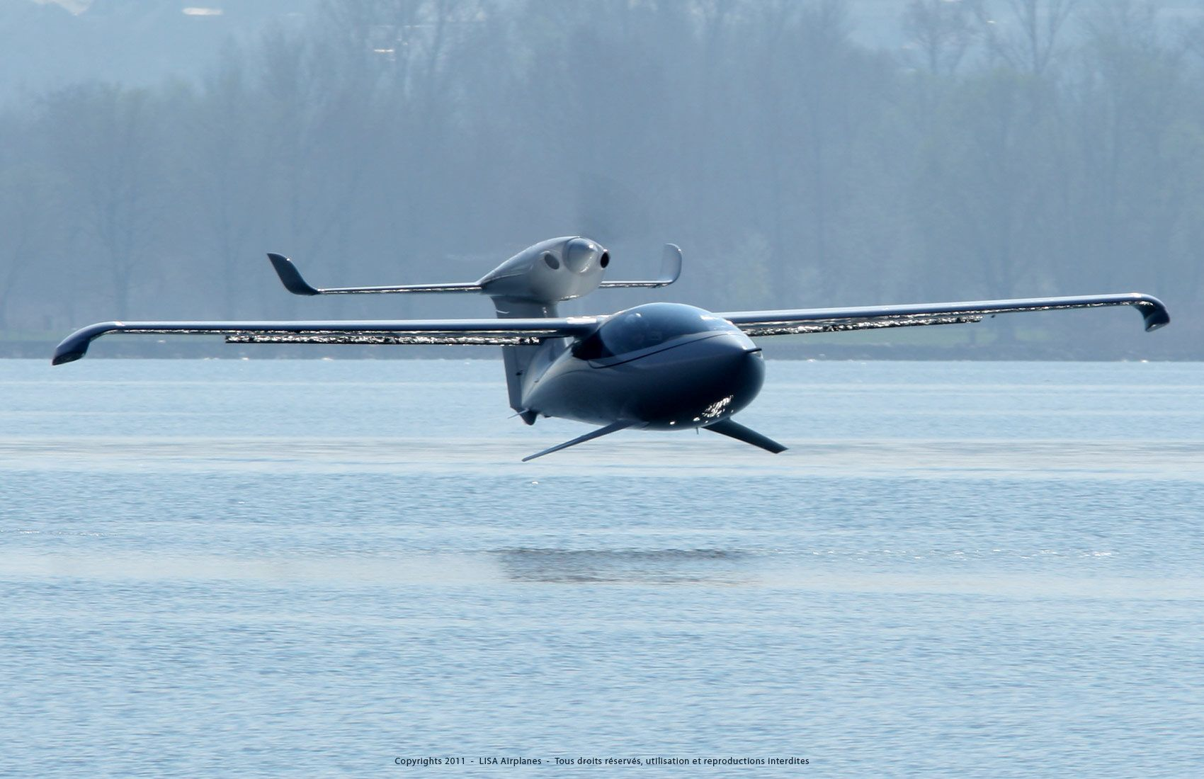 The AKOYA is a two-seat amphibious skiplane with a unique design and ...