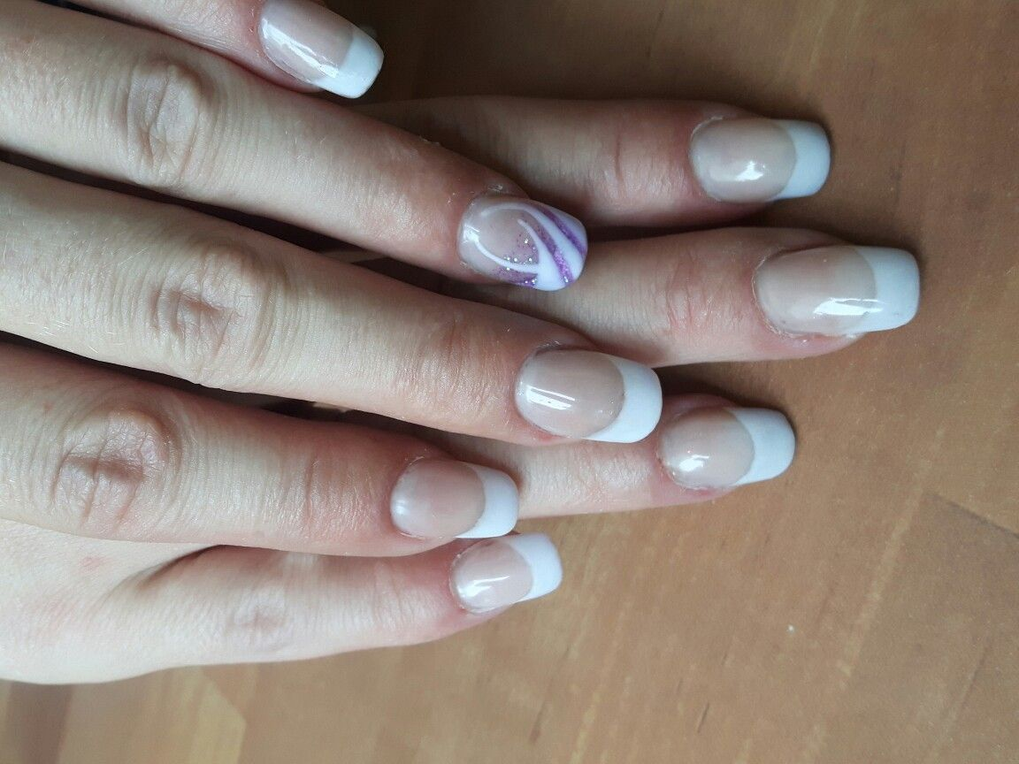 Einfaches French mit Highlight am Ringfinger | Nägel | Pinterest ...