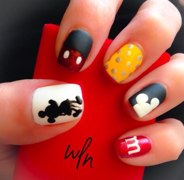Mickey Mouse - We love Nail bar | Nails | Pinterest | Uñas disney ...