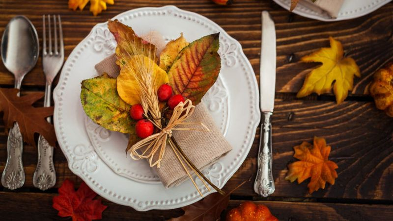 10 Stunning Ways to Set Your Thanksgiving Table Thanksgiving Decor