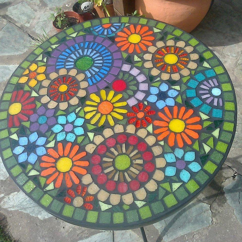 Pin de Karin Olls en Mosaics   Pinterest   Jardín, Mesas y Mosaicos