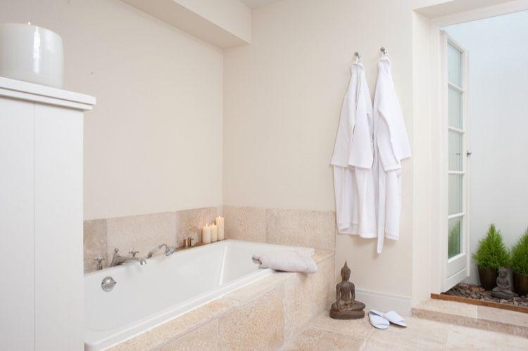 Der Old Camargue Limestone schafft eine angenehme Atmosphäre ...