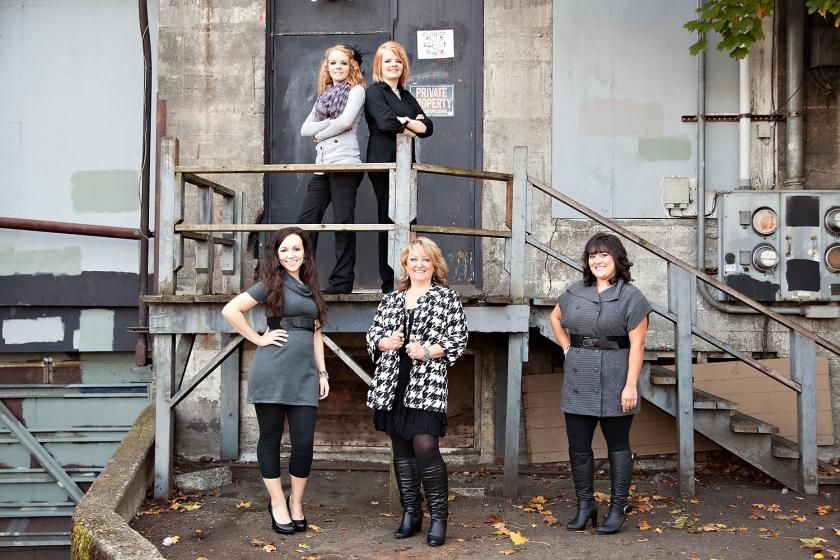 Alicia's Bridal Staff - Toni Lynn Photography #alley #groupposing #posing