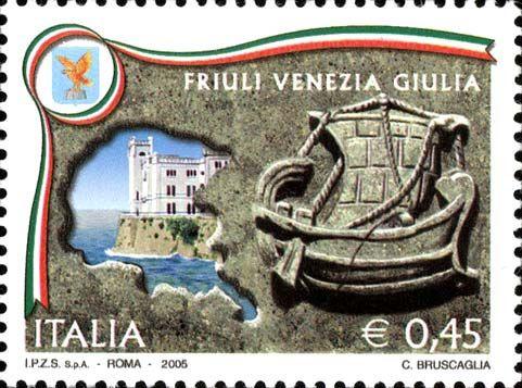 """2005 - """"Regioni d'Italia"""": Friuli Venezia Giulia -  a destra il bassorilievo """"Nave di Aquileia"""", esposto nel Museo Archeologico Nazionale, in Aquileia e, a sinistra, nel profilo della regione,  uno scorcio del """"Castello di Miramare"""", in Trieste e lo stemma"""