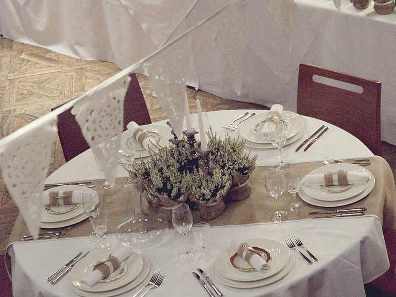 Image Result For Table Runner On Round Table