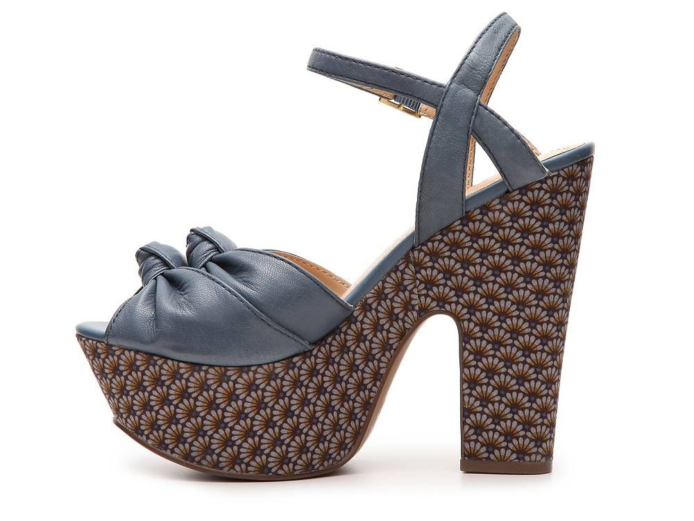 3d37142cc2b Pin by Desiere Gonzales on Shoes I would like )