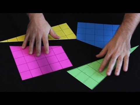 Com quatro polígonos é possível montar um quadrado de 64 quadradinhos de área. Desafio de matemática fácil de fazer.