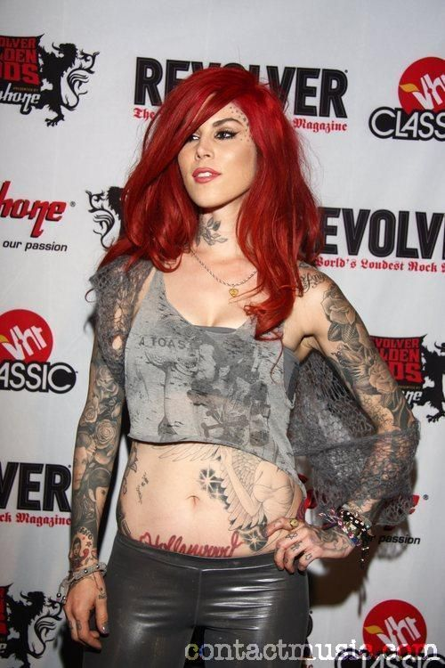 i would kill to have her tat me <3