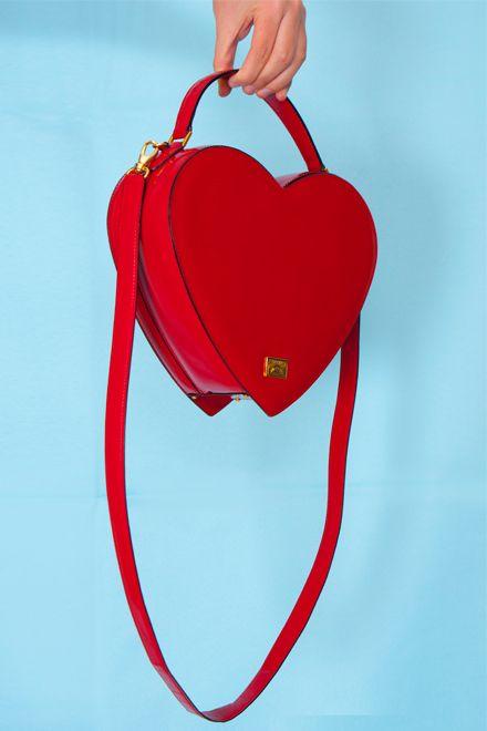 d842921ad616c irvrsbl  Vintage Redwall Moschino heart bag www.irvrsbl.com ...