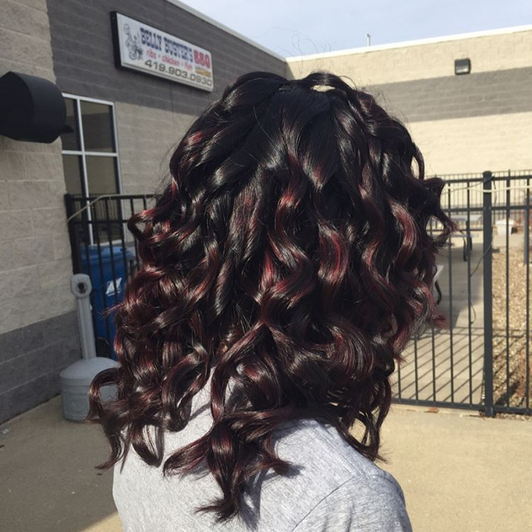 A level 2 base with perfect cherry highlights? Yes please ❤️�� #hair #adventuresincosschool #cosmetology #highlights #cherrybomb #curls http://tipsrazzi.com/ipost/1511991016005445828/?code=BT7q9F0lijE