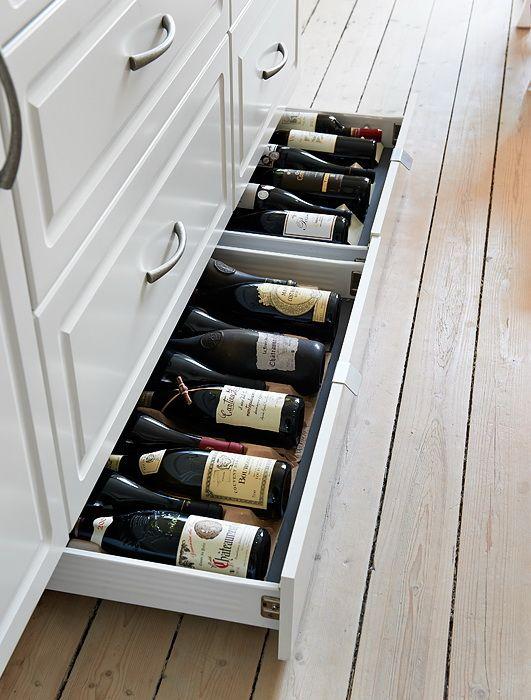 Soluzioni soluzioni per le bottiglie in cucina for the home pinterest accesorios de - Soluzioni no piastrelle cucina ...
