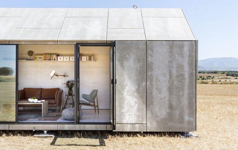 una minicasa transportable sobre ruedas prefabricated houses