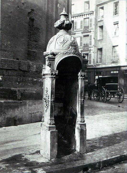 Une pissotière ou vespasienne à Paris (rue du Faubourg-Saint-Martin) vers 1860