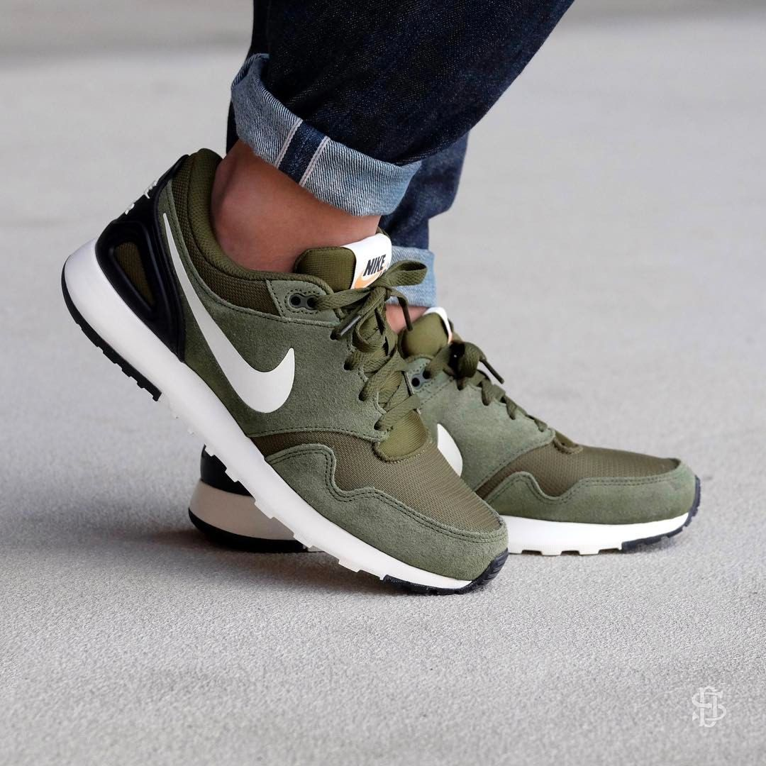 realidad Autocomplacencia capoc  Nike Air Vibenna: Legion Green/Sail/Black | Sneakers outfit men, Green nike  shoes, Black shoes men