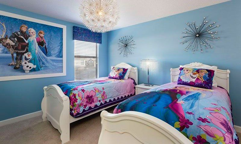 Faca Uma Decoracao De Quarto Infantil Especial Com O Tema Frozen Frozen Bedroom Bedroom Decor Bedroom Themes
