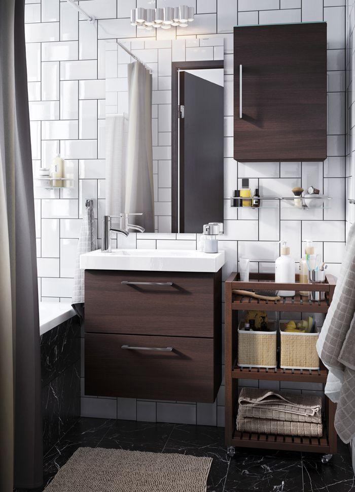 kleines wei es badezimmer mit offener und geschlossener aufbewahrung u a mit godmorgon. Black Bedroom Furniture Sets. Home Design Ideas
