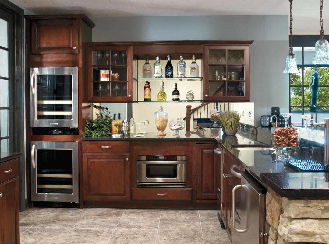 This Versatile Elegant Design In Aristokraft S Eastland Door Style Is A Rick Backdrop For A Bar Kitchen Remodel Kitchen Design Aristokraft Cabinets