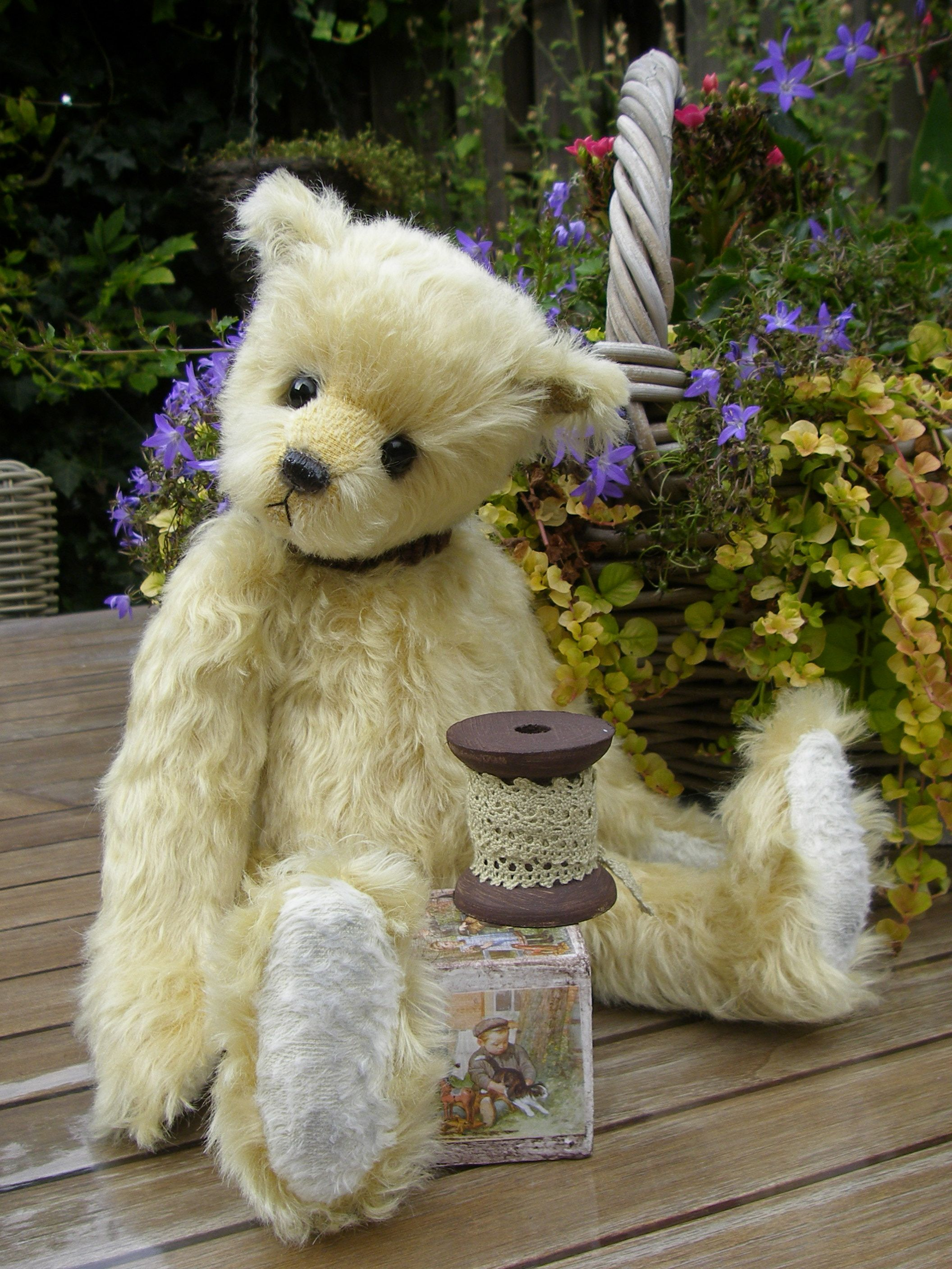 Vinny, a traditional teddy. Made of soft mohair.