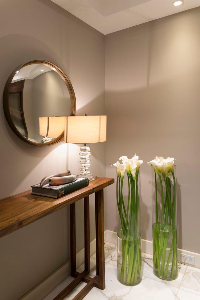Busca imágenes de diseños de Pasillo, hall y escaleras estilo : Departamento Altus . Encuentra las mejores fotos para inspirarte y y crear el hogar de tus sueños.