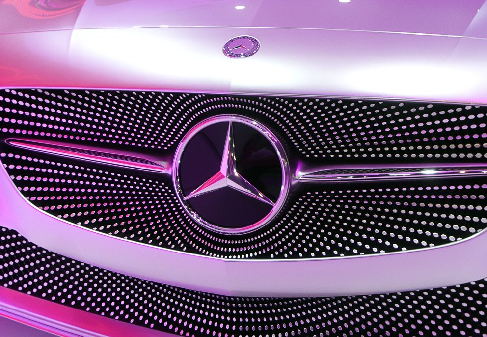 Wanted A Lady For A Diamond Grille Stylepark Pink Car Mercedes Logo Mercedes Logo Wallpapers