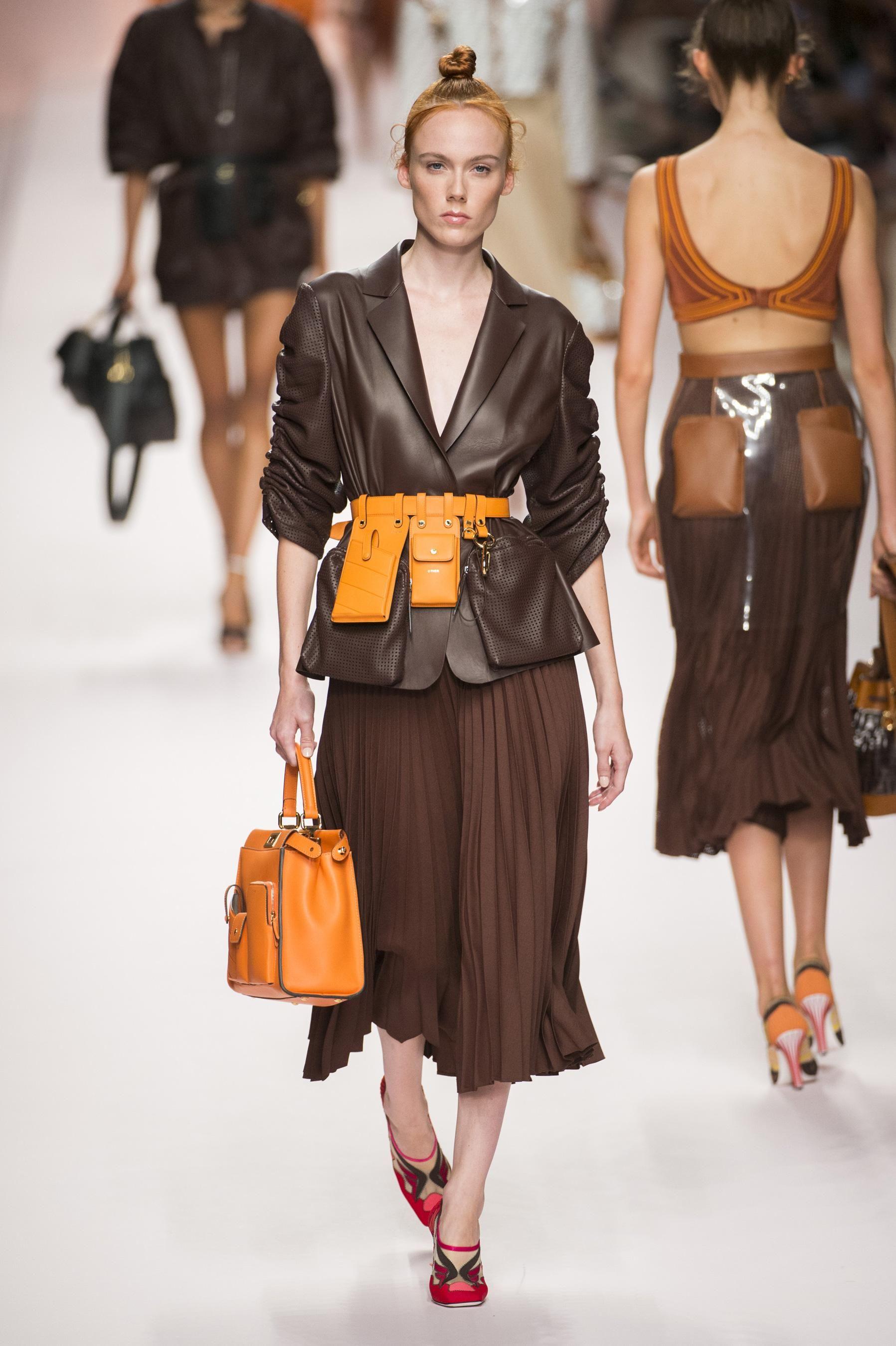Défilé Fendi printemps-été 2019 Prêt-à-porter   LA MODE   Fashion ... 564cb180cdd