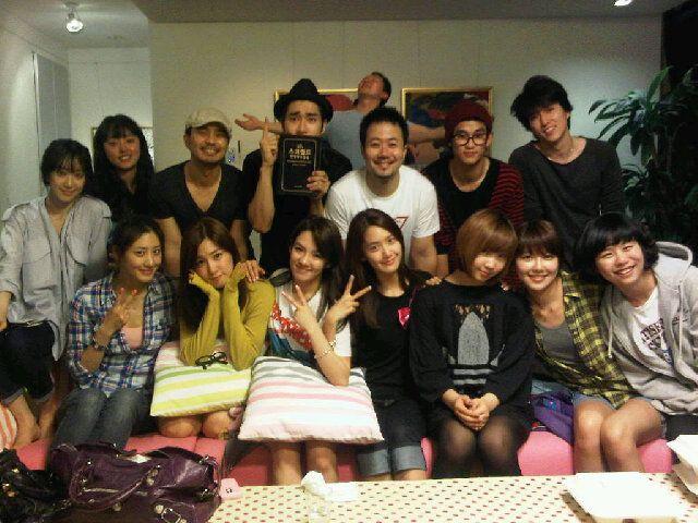 Kpop Idols Reading The Bible Siwon Choi Hyoyeon Yoona Sooyoung Tiffany Taecyeon Minzy Siwon Kim Soo Hyun Taecyeon