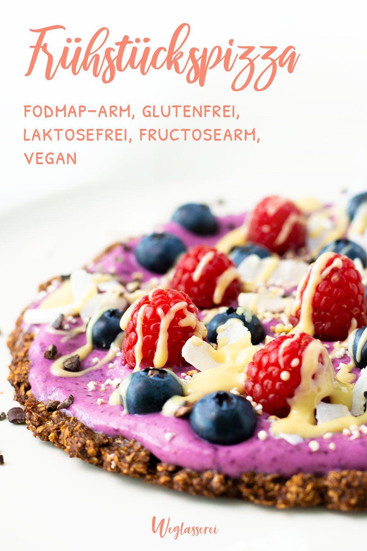 Fruchtige Frühstückspizza mit Beeren und Kokosjoghurt