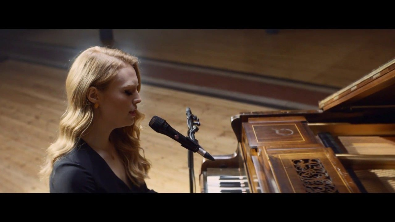Freya Ridings Lost Without You Live At Hackney Round
