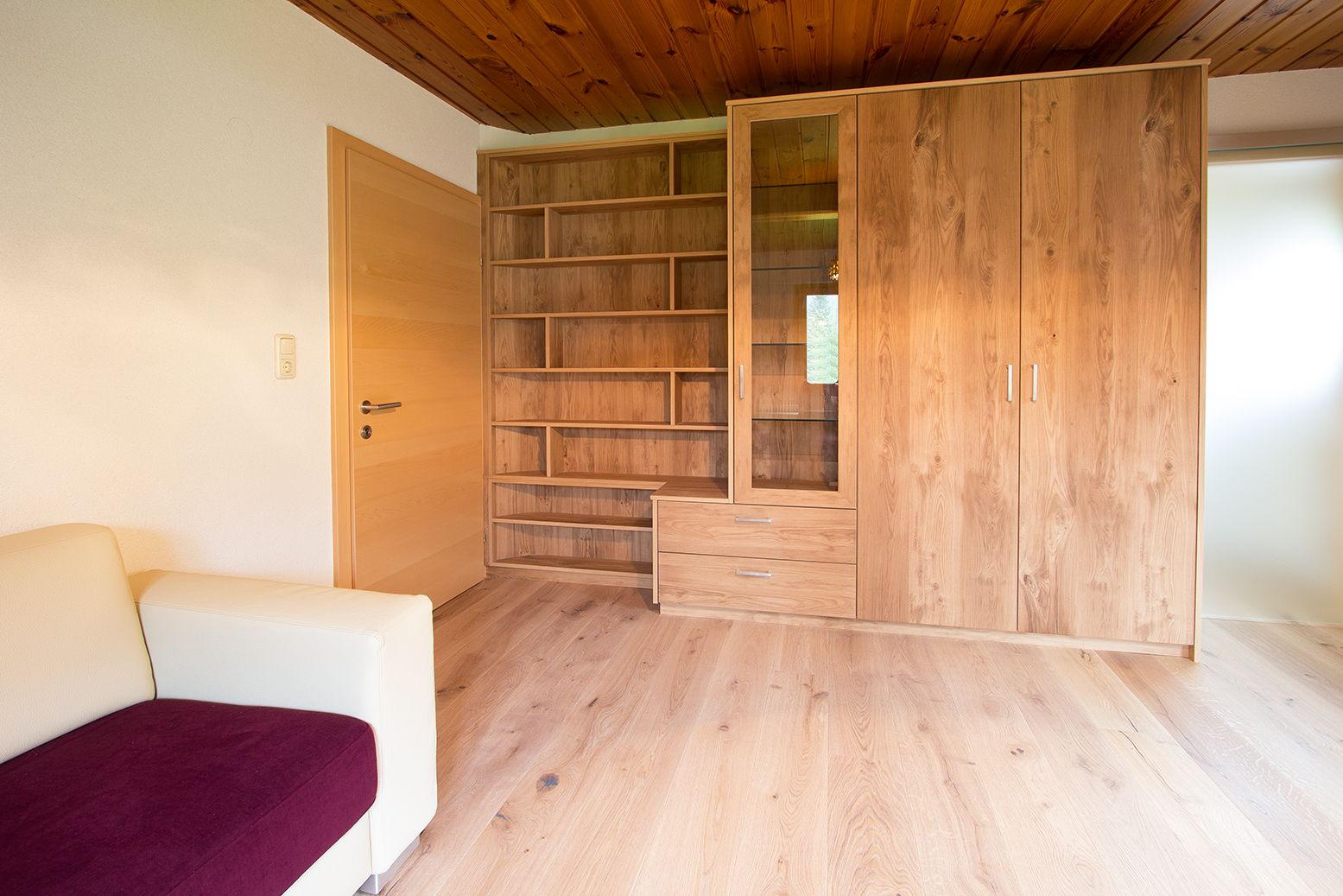 wohnwand mit b cherregal in eiche antik boden in eiche. Black Bedroom Furniture Sets. Home Design Ideas