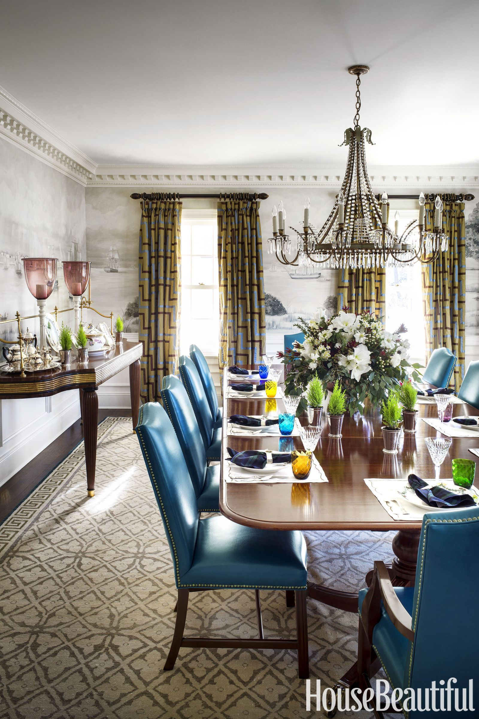 A Bright Color Palette Refreshes This 100 Year Old New Jersey Colonial Interior Design Dining Room Round Decor Decor