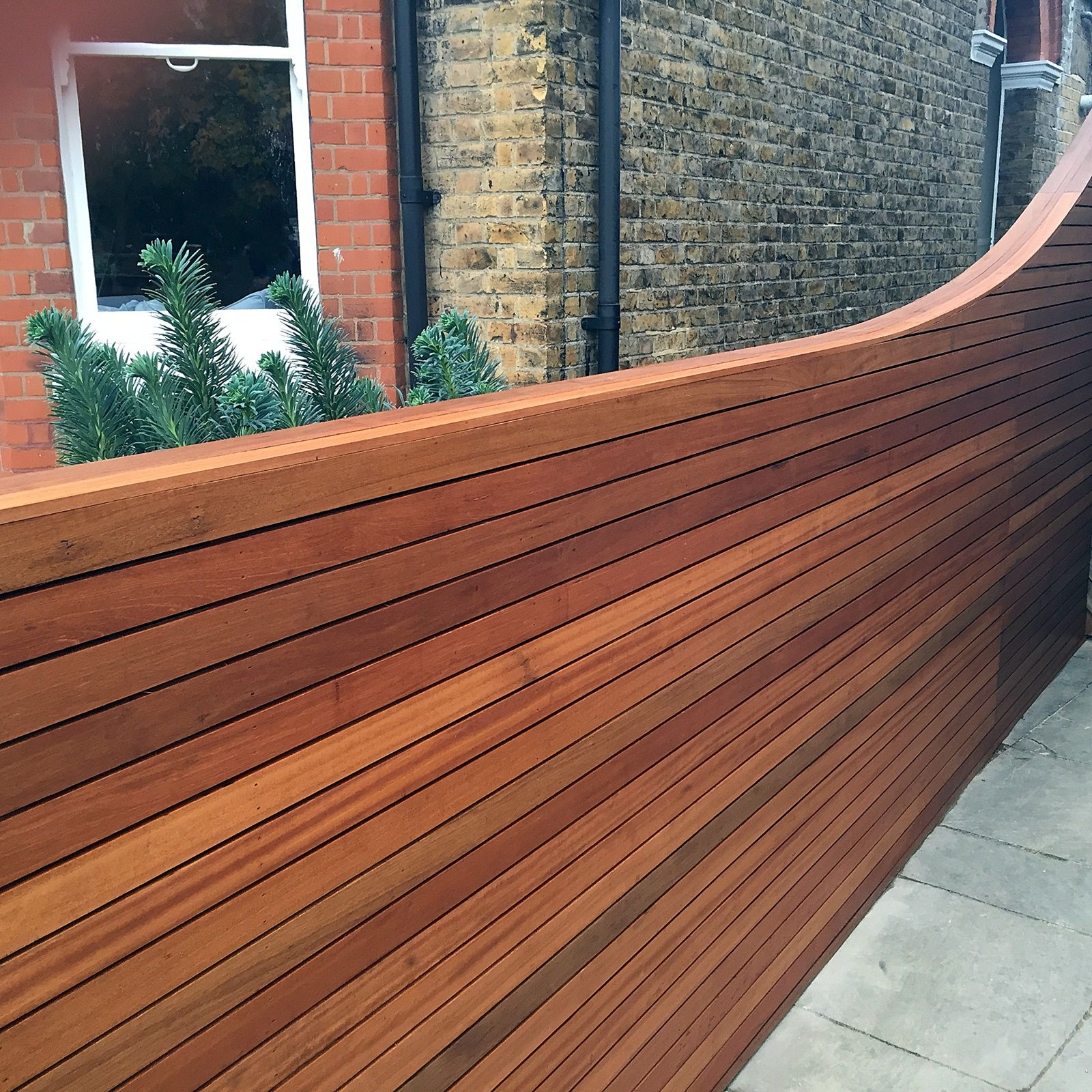 Cedar screen fence trellis slatted horizontal strip for Wood screen fence
