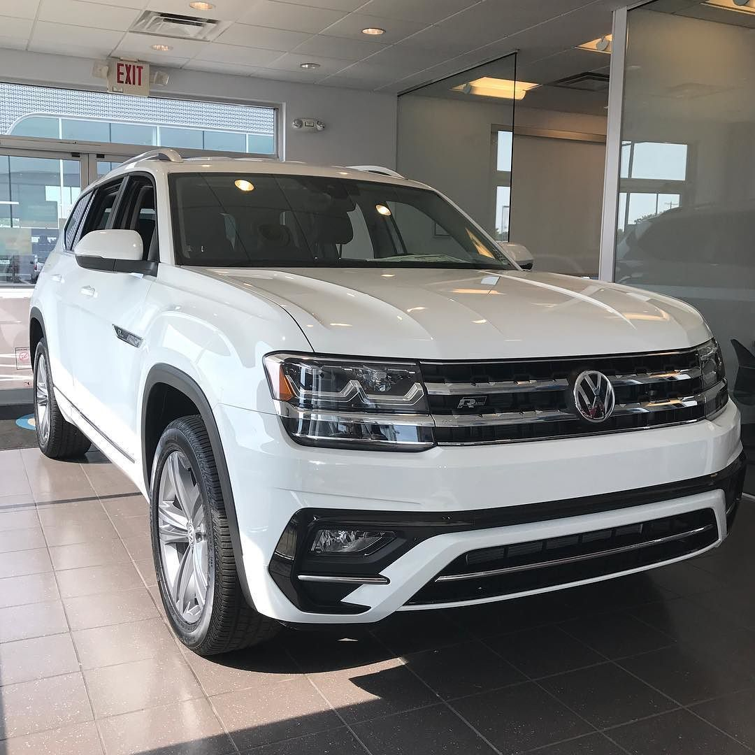 Our First 2018 Volkswagen Atlas R Line Has Arrived And It Looks Fantastic Equipped With The Technology Package And 4mot Luxury Suv Cars Suv Trucks Volkswagen
