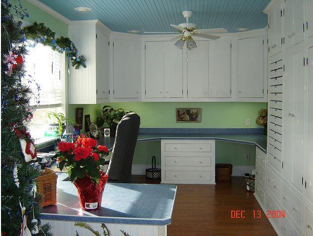Uma sala para scrapbook e artesanato.