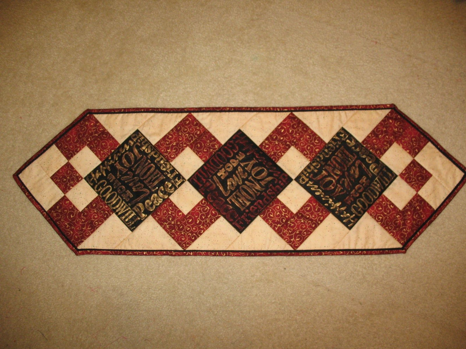 Free Print Quilted Table Runners | ... make and quilt a table ... : quilted table runner patterns - Adamdwight.com