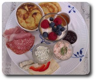 Brunch med Kartoffelgratin, Lakserilette, Flødeost med Friske Krydderurter og Meget Mere ~ Spis Med