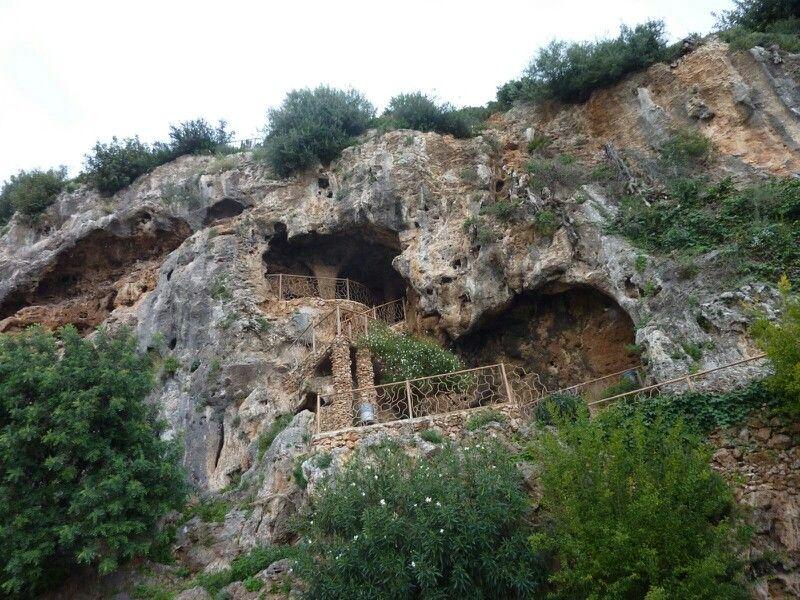 Cueva De Las Columnas Ojen Malaga Stone Houses Outdoor Water
