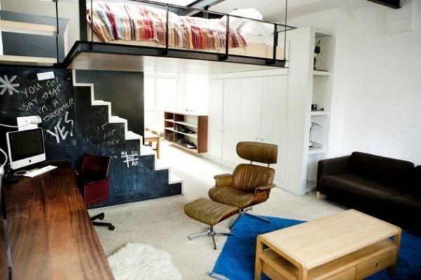 Maisonette Wohnung Einrichten Relaxstuhl Leder Schwarze  Wandtafel Schreibtisch
